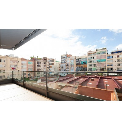 LUXURY 3-bedroom renovated flat with terrace to an inner square (Barcelona)