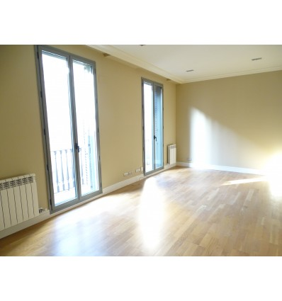 SPECTACULAR 3-BR renovated flat in Urquinaona Square area (Barcelona)
