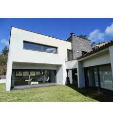LUXURY & NATURE - SPECTACULAR HOUSE of 234 sqm with huge garden and heated swimming pool in Viladrau